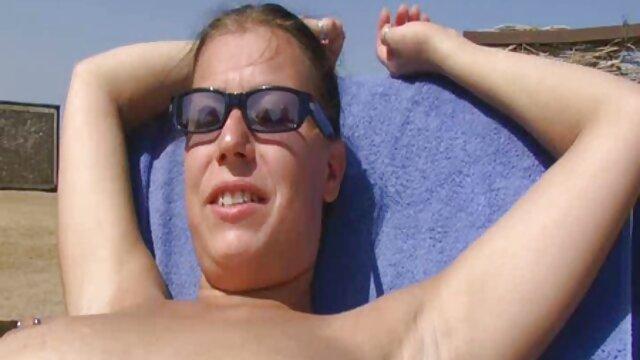 MOM xxx x el ano MILF rubia tetona tiene orgasmos múltiples