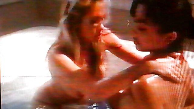 Rubia videos de sexo por el ano puta marelyn masturbándose