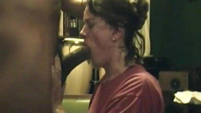 Chicas checas sexy dan un masaje cosas grandes por el culo nuru resbaladizo con final feliz