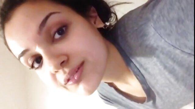 Liza Del Sierra hace una mamada en el baño de un porno brutal por el ano club