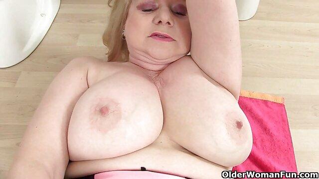 Rinka Kanzaki en encaje rojo tiene su sexo casero por el ano sexy agujero lleno