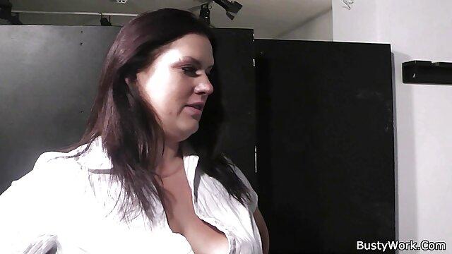Sexy lesbianas chick sexo casero por el ano carpet comiendo