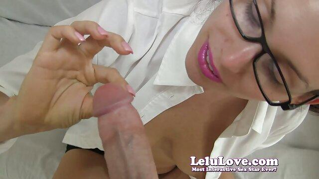 MILF de enormes videos xxx x el ano tetas con gafas masturbándose con juguetes